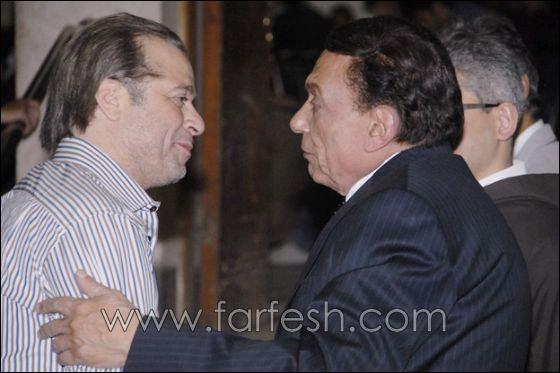 بالصور: عزت ابو عوف يغرق بالبكاء أثناء عزاء زوجته  صورة رقم 11