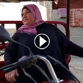 محروسة.. أم مصرية تضرب مثالاً في الكفاح رغم الإعاقة