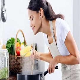 طرق تساعدك على التخلّص من روائح الطهي في المنزل!