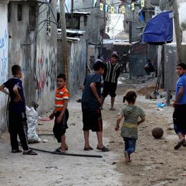 لجأوا إلى المخيمات.. لبنانيون ينتقلون للعيش في مخيمات اللاجئين الفلسطينيين  ..
