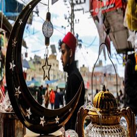 دول عربية تعلن أول أيام رمضان.. وأخرى تتحرى الليلة