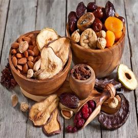 تعرفوا على فوائد وأضرار الفواكه المجففة في رمضان