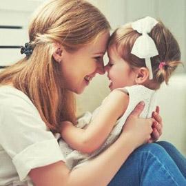 عادات مميزة يتوارثها الأطفال عن أمهاتهم!
