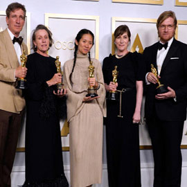 فائزتان في أوسكار 2021.. وهوبكينز أفضل ممثل عن الأب