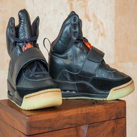 حذاء رياضي يحطم الرقم القياسي ويباع بمبلغ 1.8 مليون دولار! صور