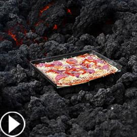 فيديو غريب.. خبز بيتزا على فوهة بركان ثائر في غواتيمالا!