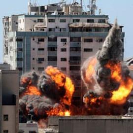 """""""كأن زلزالاً أصابه"""".. إسرائيل تحوّل حي الرمال الراقي بغزة إلى دمار  .."""