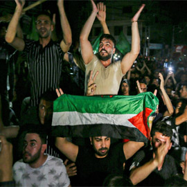 بالصور.. أهالي غزة يحتفلون بوقف إطلاق النار