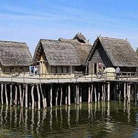 من «كهوف دينيسوفا» إلى «قصور دوموس».. كيف صنع البشر منازلهم  ..