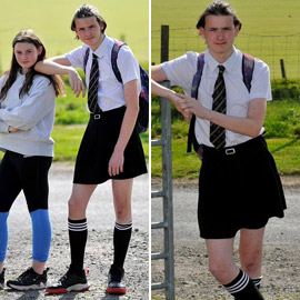 صور طريفة: طالب (16 عاما) يذهب للمدرسة مرتديا تنورة شقيقته بسبب الحر