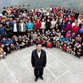 38 زوجة و89 ابناً: وفاة رب أكبر أسرة في العالم