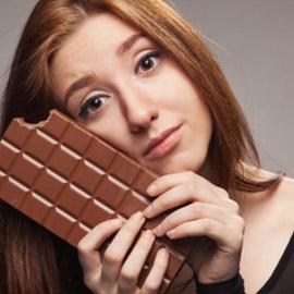 دراسة: الشوكولاتة تحتوي مادة تحرق دهون الجسم صباحا
