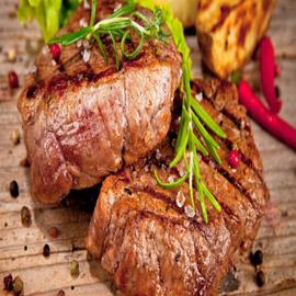 لحم ستيك بتتبيلة الثوم وإكليل الجبل