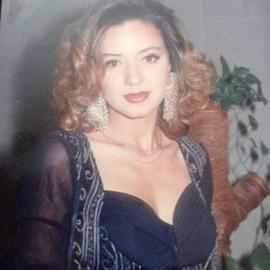 صورة قديمة لـ رانيا يوسف منذ 27 عامًا تنشر للمرة الأولى.. هل كانت  ..