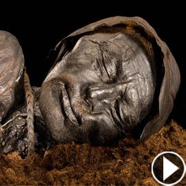 لغز ابتسامة جثة (رجل تولوند) الذي قتل شنقا قبل 2400 عام! فيديو وصور