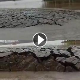 فيديو لظاهرة غريبة في الهند.. ظهور أرض بشكل مفاجئ من تحت الماء!