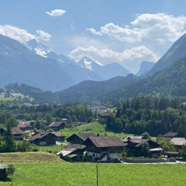 القرية السويسرية التي تعيش في حضن قنبلة وزنها أكثر من 3 آلاف طن
