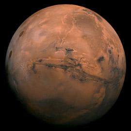 عبر ثغرات قانونية.. رجل بريطاني يريد امتلاك المريخ!