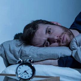 كيف أعود إلى النوم إذا استيقظت فجراً؟ هذه النصائح قد تساعدك لليلة  ..