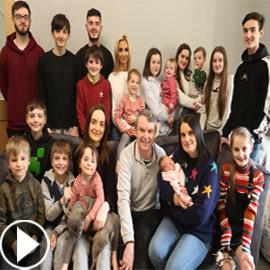 فيديو وصور: أم أكبر عائلة بريطانية (22 ولدا وبنتا) تروي أطرف وأصعب  ..