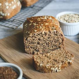 تريد تناول خبز صحي دون الشعور بالذنب؟ إليك وصفة خبز الشوفان الشهي