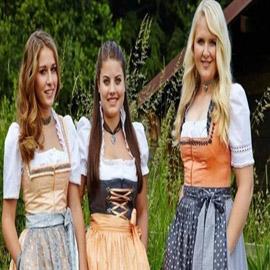 فستان ديرندل... موضة متجددة من جبال الألب النمسوية