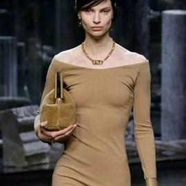 الفستان التريكو نجم موضة الخريف