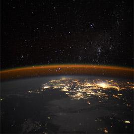 رائد فضاء يلتقط صورة مهيبة لـحافة الأرض المخيفة.. صور
