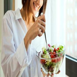 ليست عملية سهلة.. كيف تحضّر طبق سلطة صحيا ومفيدا؟