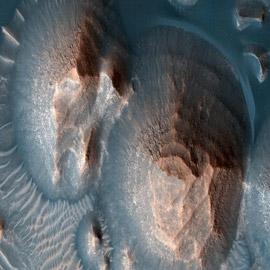 ناسا تؤكد وجود آلاف الانفجارات البركانية القديمة الضخمة في أرض العرب  ..
