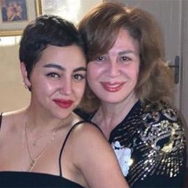 صور إلهام شاهين وابنة شقيقتها: خطفت الأنظار بشبهها الكبير لخالتها