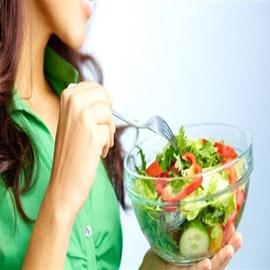 عادات يومية ذات تأثير سلبي على عملية التمثيل الغذائي
