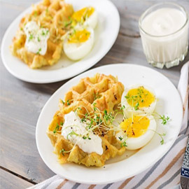 إليكم طريقة تحضير وافل البطاطس مع البيض لفطور صحي لأطفالكم