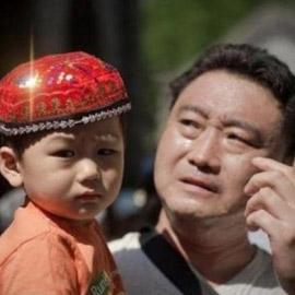صيني يصنع دواء معقدا في المنزل لإنقاذ ابنه من الموت