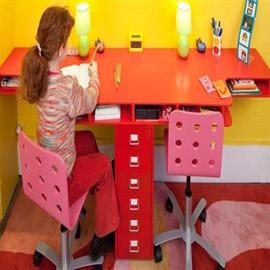 لصحة ظهره أثناء المذاكرة... نصائح لشراء المكتب المناسب لطفلك