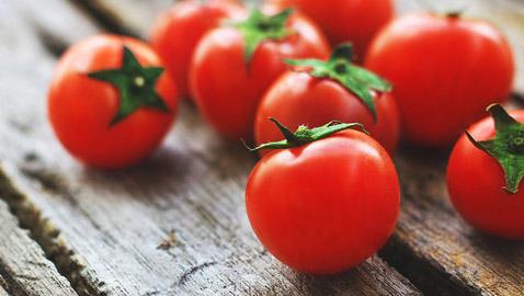 الطماطم.. فاكهة الملوك المذيبة للدهون