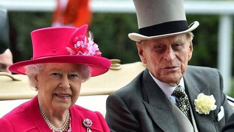 """الملكة إليزابيث في صدمة وفراغ كبير ابنها يكشف حالة العائلة بعد فقدان الأمير فيليب """"المخلص"""""""