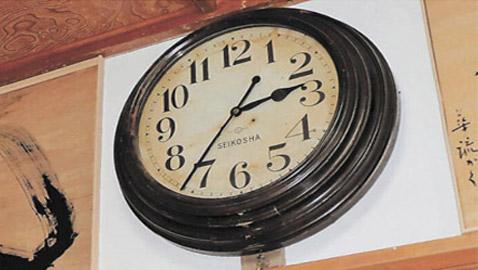 ساعة أثرية يابانية توقفت بسبب زلزال تعود للعمل فجأة بعد 10 سنوات