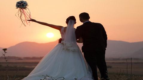 شاب يتزوج 4 مرات خلال شهر فقط ليحصل على إجازة مدفوعة الأجر!