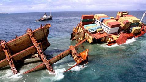 أشهر حوادث السفن.. كم بلغت التكاليف والتعويضات؟