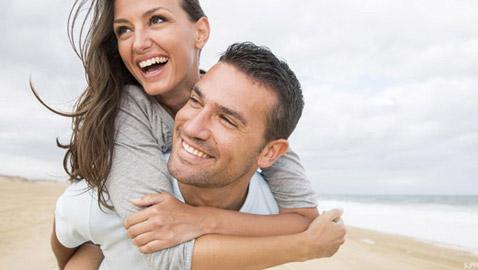علامات تدل على أن زوجك يحبك!