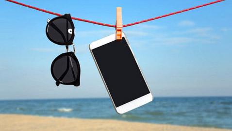 ماذا تفعل إذا تعر ض هاتفك للبلل؟ لا تضعه بالأرز واتبع هذه الخطوات الـ9