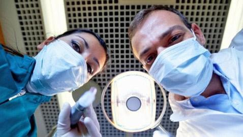 ما تفسير الحلم بأخصائي تقويم الأسنان في المنام؟