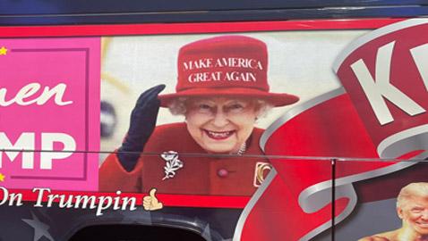 قصر باكنغهام يطلب إزالة صورة الملكة إليزابيث من حافلة داعمة لترامب