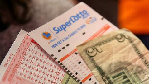عندما يذهب الحظ.. غسلت بطاقة يانصيب بقيمة 26 مليون دولار!