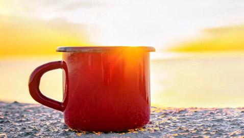 اشربوا المشروب الساخن أثناء الطقس الحار.. 8 حقائق صحية ستذهلكم!