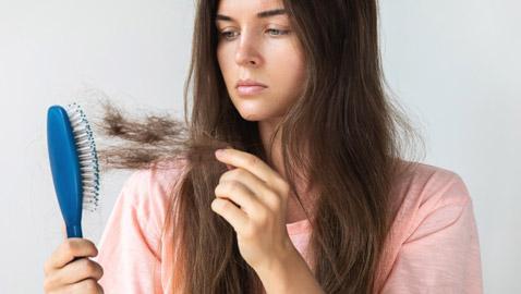 منها تساقط الشعر وآلام المفاصل... أعراض تهدّد المتعافين من كورونا