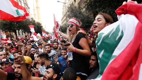 إضراب عام في لبنان واحتجاجات غاضبة.. الأزمة تُخرج العمال للشوارع ومطالب بحكومة إنقاذ
