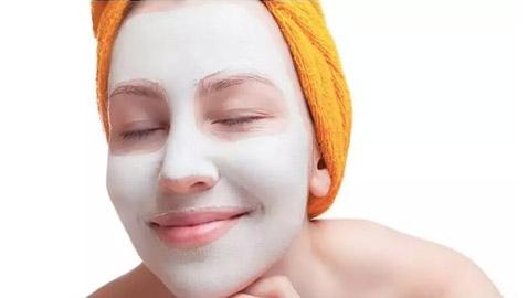 أهم الفوائد التجميلية لأقنعة النوم