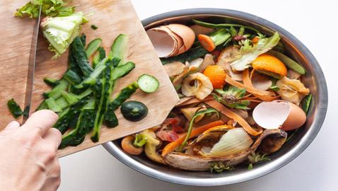 بهذه الطرق البسيطة يمكنكم الاستفادة من بقايا الطعام والتوفير
